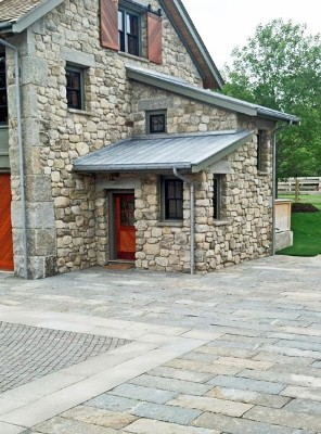 Reclaimed Stone Driveway by New View