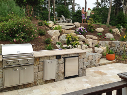 Outdoor Kitchens& Bars